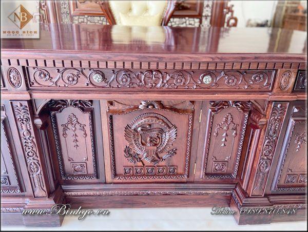 Một bộ bàn làm việc Tổng Thống Mỹ 2021 gỗ Cẩm Lai được thiết kế và sản xuất riêng cho bạn. Sản phẩm được làm theo phương pháp truyền thống, bởi những người thợ có tay nghề cao.