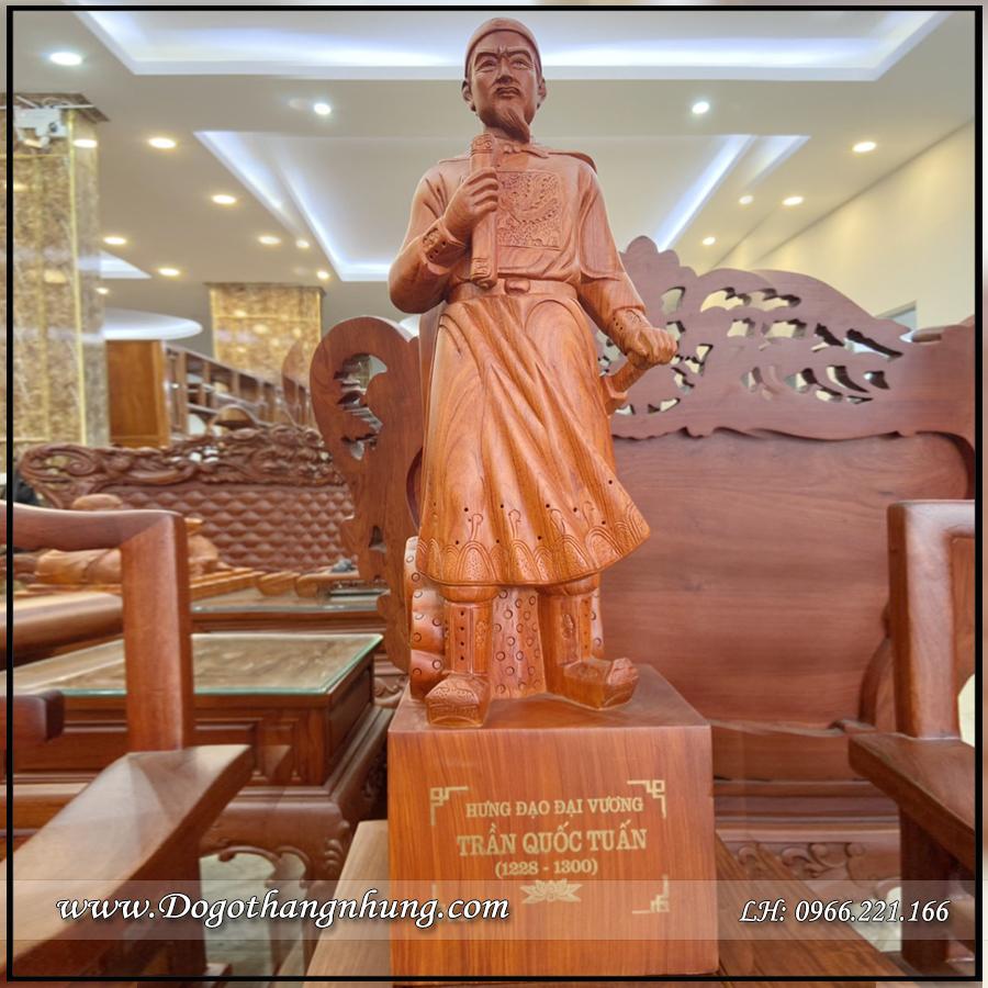 Tượng Trần Quốc Tuấn kích thước cao 80cm chất liệu gỗ Hương tự nhiên