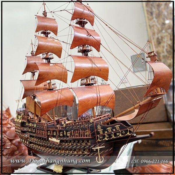 Thuyền buồm mô hình
